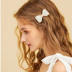 Faux Pearl  Decor Bow Shaped Hair Clip